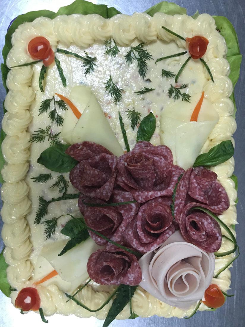 2 - Tort salata Boeuf contine: salata boeuf, salam crud uscat, sunca presata. Se poate monta in 3 marimi diferite – PRET DE LA 129,99 lei/ buc;