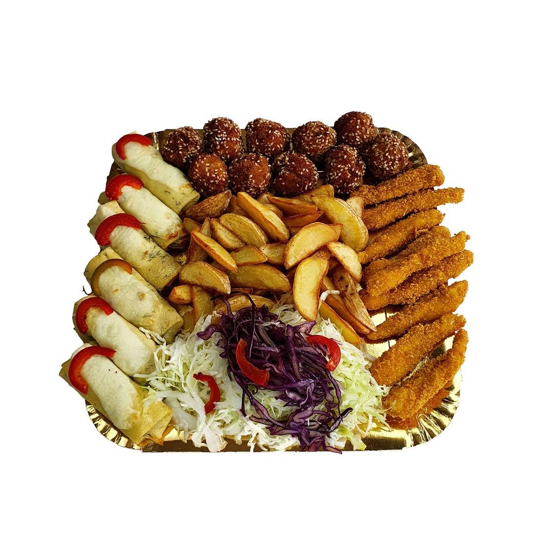 Platou 2 cald de pui – contine: clatite de pui gratinate, chiftelute de pui cu susan, degetele de pui crocante, cartofi wedges, salata de varza alba cu varza rosie si gogosari in otet