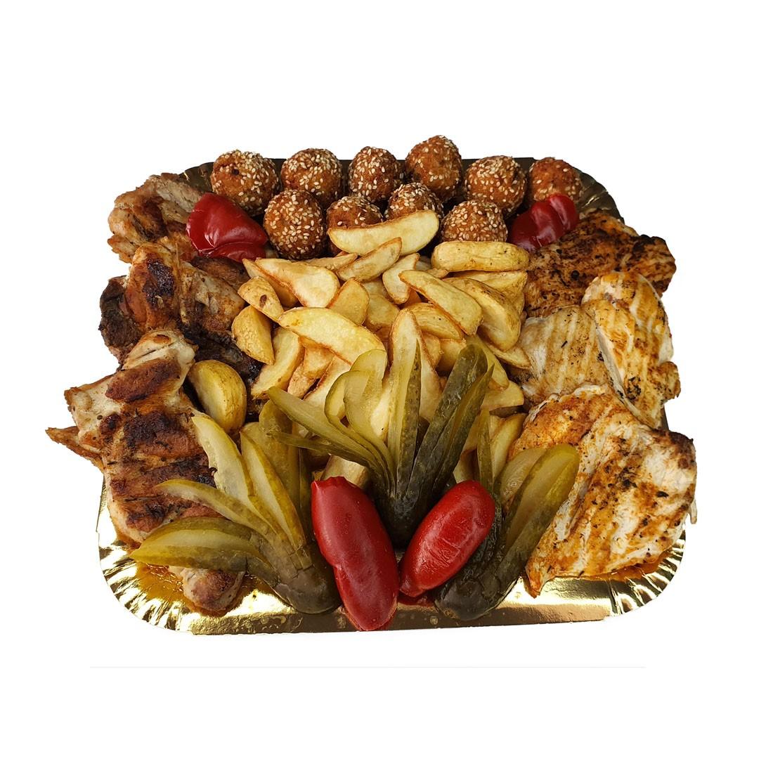 Platou 6 gratar pui - contine: pulpa de pui dezosata la gratar, chiftelute de pui cu susan, piept de pui la gratar, cartofi wedges, castraveti in otet si gogosari in otet